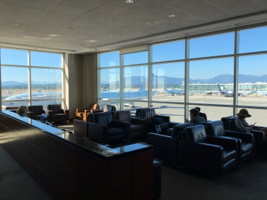 Business Lounge YVR (11)