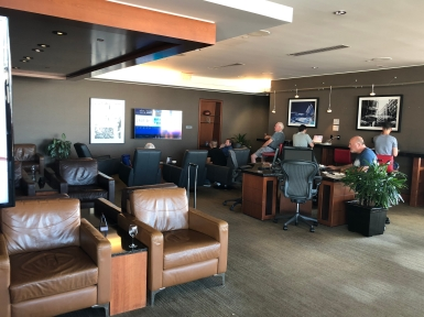 Business Lounge YVR (12)