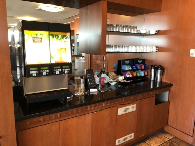 Business Lounge YVR (15)