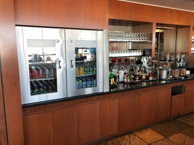 Business Lounge YVR (16)