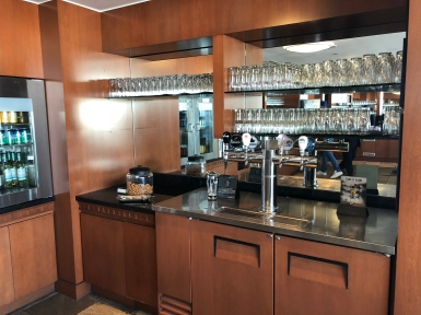 Business Lounge YVR (21)