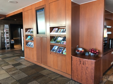 Business Lounge YVR (7)